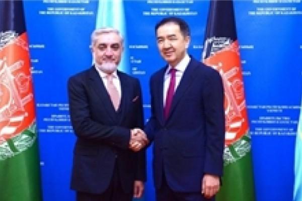 دیدار نخستوزیر قزاقستان با رئیس اجرایی دولت افغانستان