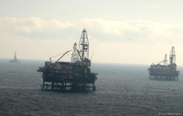Caspian oil platform workers evacuated after quake