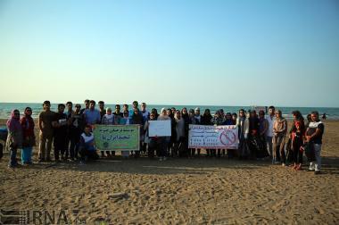 پاکسازی ساحل دریای خزر به یاد نلسون ماندلا!