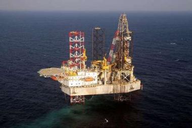نصب بزرگترین سکوی نفت و گازی در دریای خزر